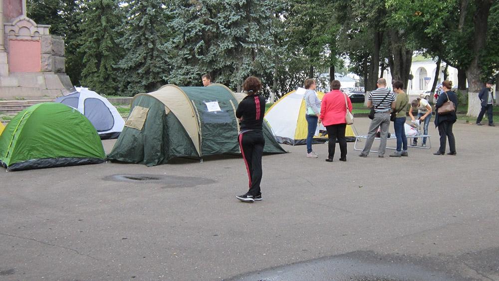 Палаточный городок оббманутых дольщиков